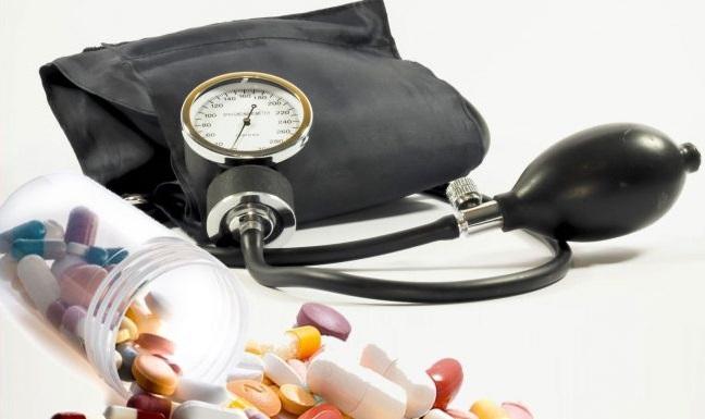 3 fokos magas vérnyomás szívkárosodással)